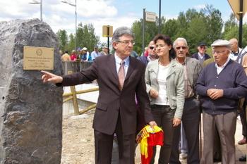 Un momento de la inauguración del puente del Socuello