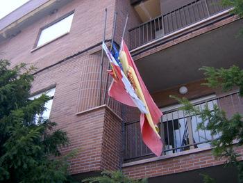 Las banderas de Torre ondean a media asta