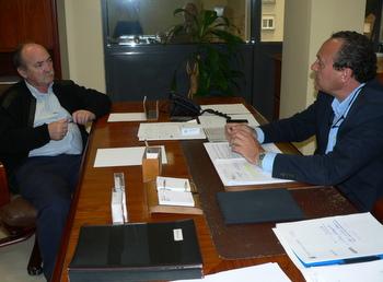 Un momento de la reunión entre Otero y el presidente del Consejo, Alfonso Arias