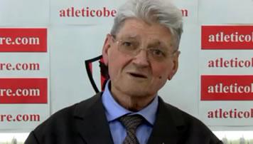 Fotograma de Ángel Pablos en la sala de prensa del Atlético Bembibre