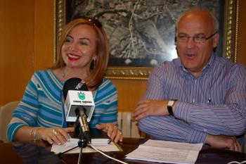 Cristina Pastrana con el concejal de Deportes Serafín Vázquez