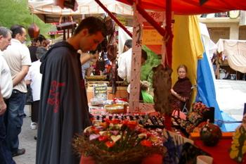 Uno de los candidatos a Míster Simpatía, en el mercado