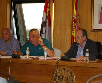 El alcalde junto al portavoz del grupo popular y el concejal de deportes, en una imagen de archivo
