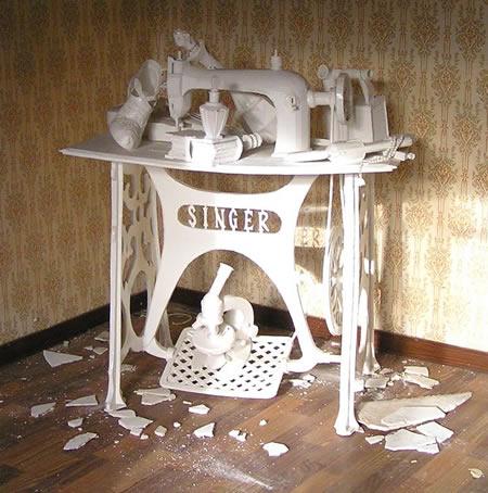 Instalación en casa abandonada - Construcción en cartón, madera y papel