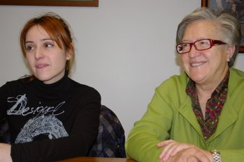 La concejala de Bienestar Social con la promotora Yolanda Busto