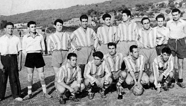 Atlético Bembibre (1954)- De pie: Patarita, Santalla, Lelo, Ignacio, Pachurri, Sobrín, Vitorio, Poldo, Tabuyo. Agachados: Ginos, Luis, Pepe, Molina I, Molina II