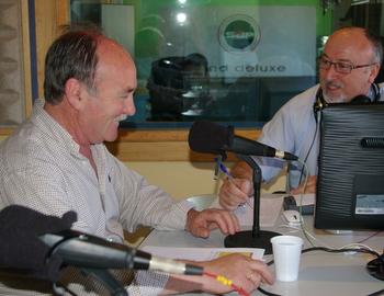 Manuel Otero con Cano García en los micrófonos de Fórmula Hit Bierzo (imagen de archivo)