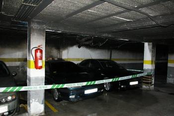 El coche provocó importantes desperfectos