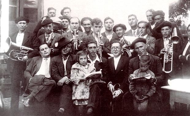 Parte de los componentes de la Banda Municipal de Música de Bembibre hacia 1934