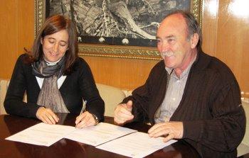 El alcalde y Encina Blanco firmaron hoy la compra venta