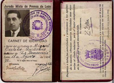 Carné de la Dirección de Prensa del momento, como director del periódico La Democracia