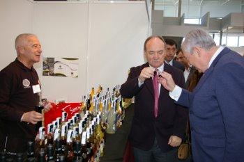 El delegado y el alcalde durante la visita a la Feria