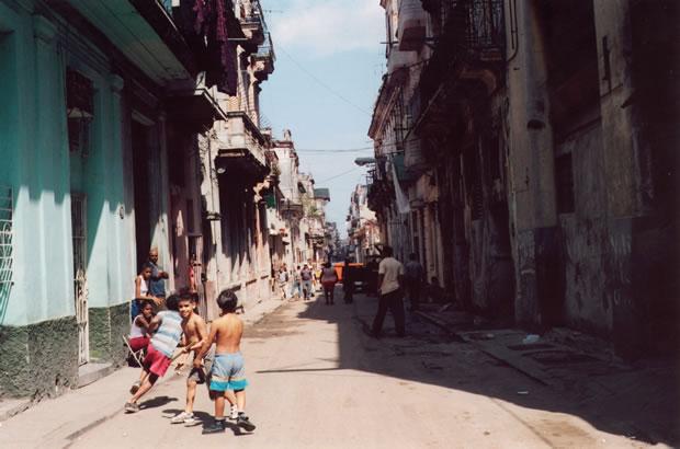 Calle de Centro Habana - Foto: Manuel Cuenya