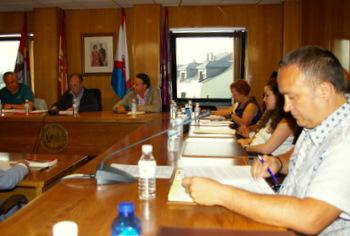 La oposición pide explicaciones por obras del polígono, licencias de obras y la ausencia de luz en la rotonda del polígono