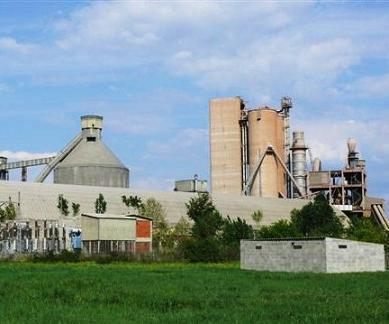 La cementera Cosmos ha sido objeto de una fuerte contestación social en toda la comarca de El Bierzo por su intención de incinerar distintos tipos de residuos en sus hornos de cemento (foto ecobierzo)