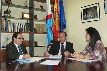 Los senadores, Luis Aznar y Silvia Franco, con Alfonso Arias (Foto: ccbierzo.com)