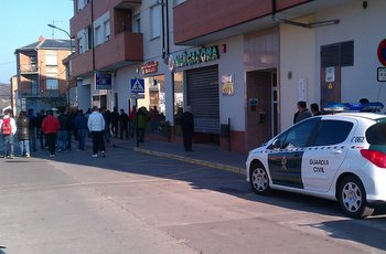 Presencia de piquetes y de Guardia Civil sin incidentes en un supermercado