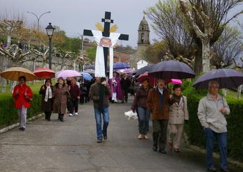 La procesión partió sin los Pasos, que quedaron a resguardo de la lluvia