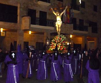 La procesión congregó a numerosas personas en el recorrido