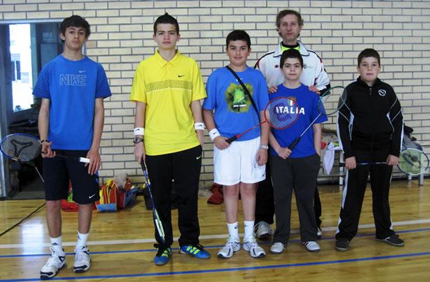 Andrés, Mario, Adrián, César y Jorge, con su preparador Miguel Ángel Bermejo