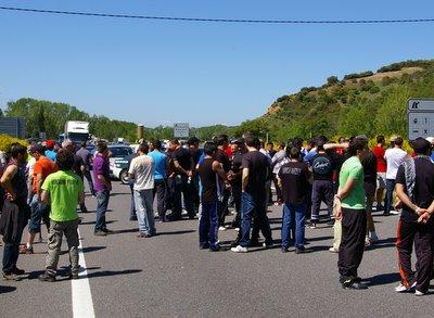Los mineros estuvieron hora y media en la autovía