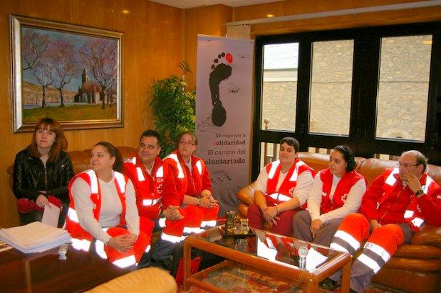 Una parte de los voluntarios de la agrupación de Cruz Roja de Bembibre, con la concejala Laura Álvarez