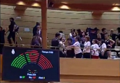 En el Senado, las mujeres fueron desalojadas por sus protestas
