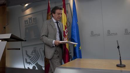De Santiago Suárez antes de la rueda de prensa en que explicó los detalles del Consejo de Gobierno