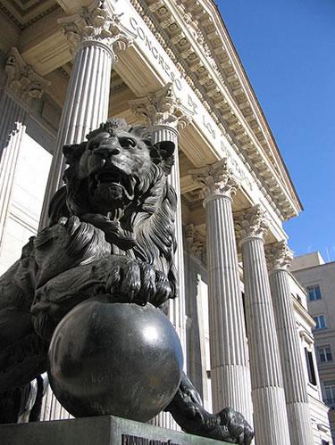 Entrada principal al Palacio de las Cortes
