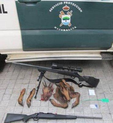 Fotografía enviada por la Guardia Civil de los objetos incautados