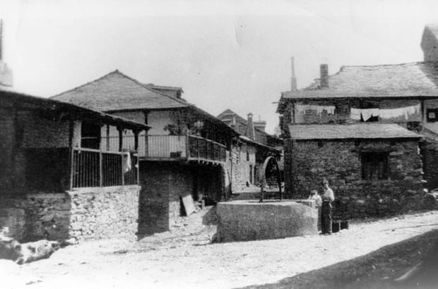 La antigua iglesia de San Pedro se encontraba en la zona de la Villavieja - Plaza del Pozo años 30