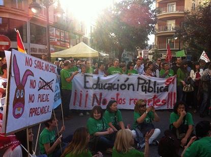 Imagen de una protesta por los recortes en educación, y en defensa de la enseñanza pública (foto La Palloza)