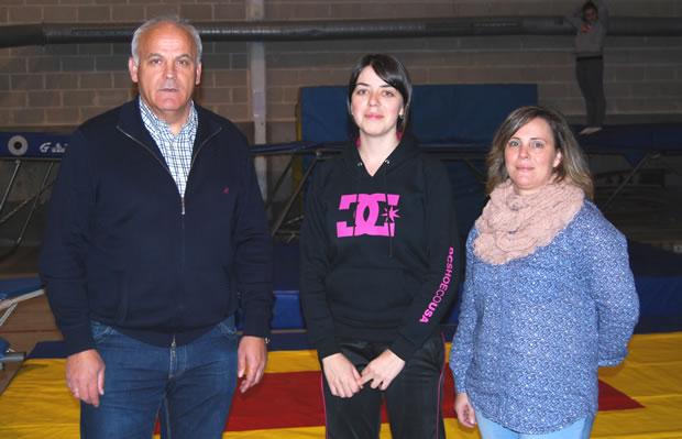 Serafín Vázquez (concejal de deportes), Sandra Martínez (entrenadora) y Camino Augusto (presidenta del club)