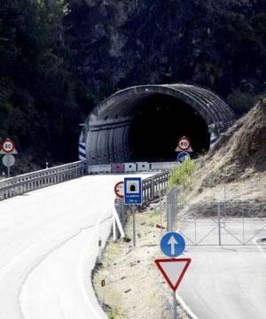 Obras en el túnel de La Barosa - Foto: La Voz de Galicia