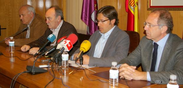 El presidente de la Federación, José Luis López Cerrón, en primer término, con Orejas, Otero y Serafín Vázquez