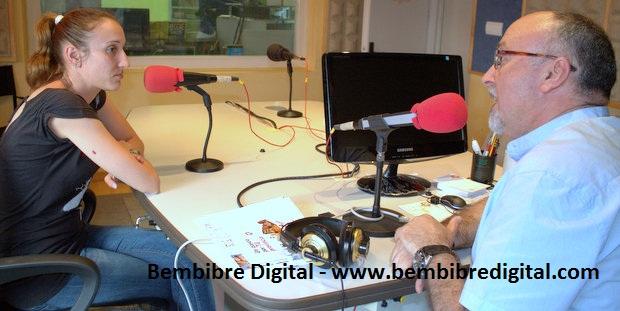 Sheila durante la entrevista en FM Bierzo, con Nicanor García