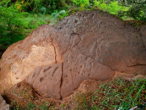 Un petroglifo rupestre en la ruta que la asociación va a poner en valor