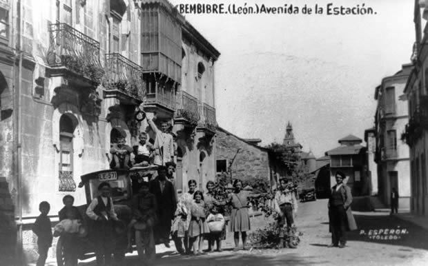 Avda. de la Estación/Avda. Susana González - (Ford T Modelo 1910 /Matricula LE 571)