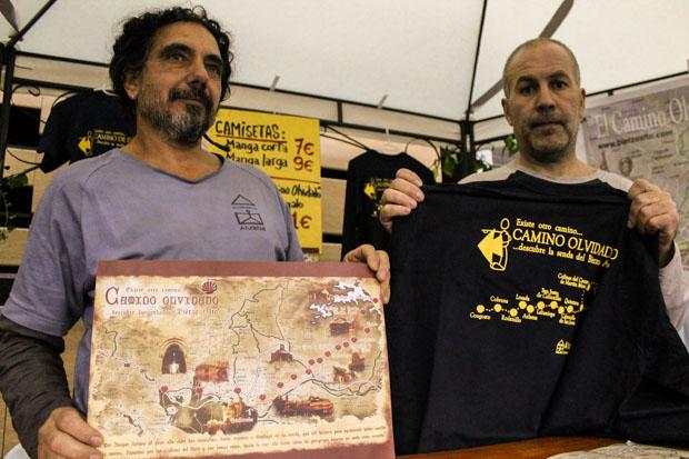 El presidente de Atudebial, Pep Escudero, a la izquierda, con el promotor de turismo rural Javier Ortiz Trapote