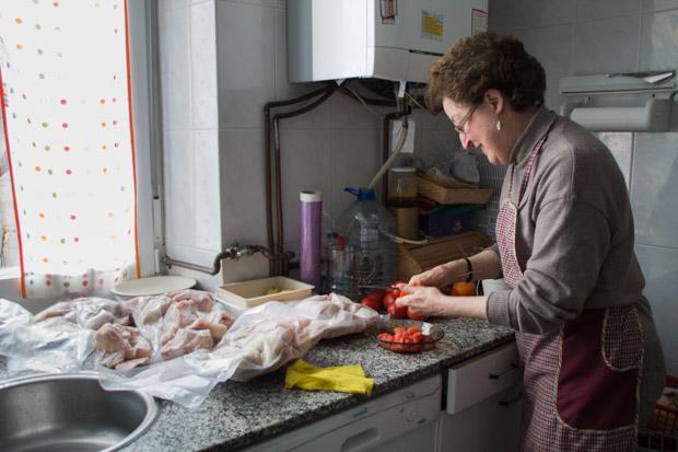 Fotografías: voluntarias preparan la comida para personas que hacen uso del programa de comedor