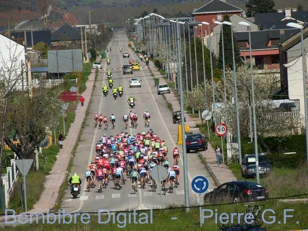 Foto de arhivo: momento de carrera ciclista Memorial Chely Álvarez de 2013