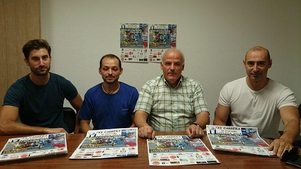 El presidente del club, Jorge Arias, con el concejal de Deportes, Serafín Vázquez, y colaboradores en la organización Javier Fernández y Sebastián González