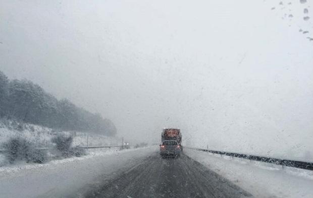 Un sólo carril y complicaciones en la autovía / Foto: Javier Domingos
