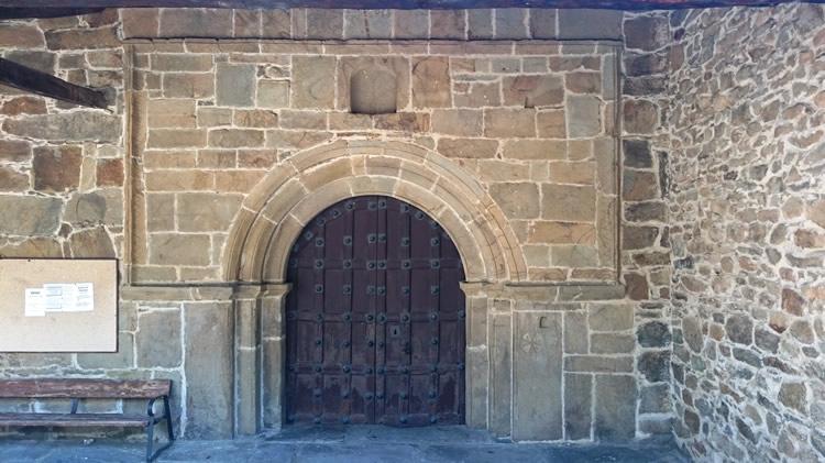 Portada da la iglesia parroquial - Folgoso de la Ribera