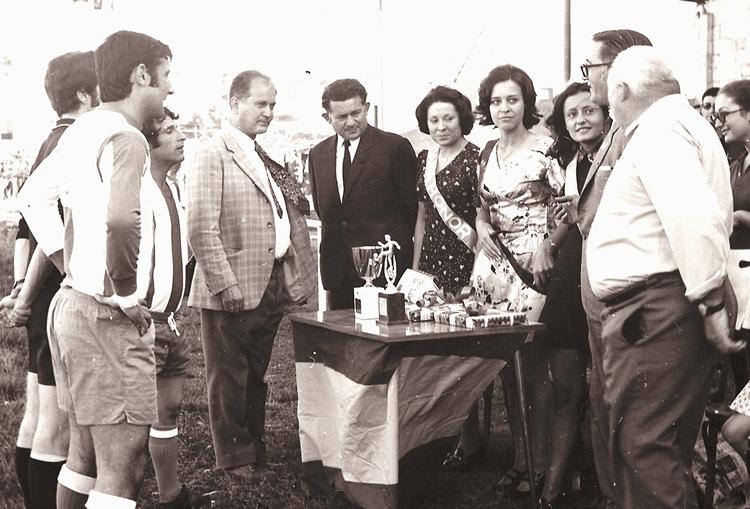 Gerardo de la Mata en el centro de la imagen