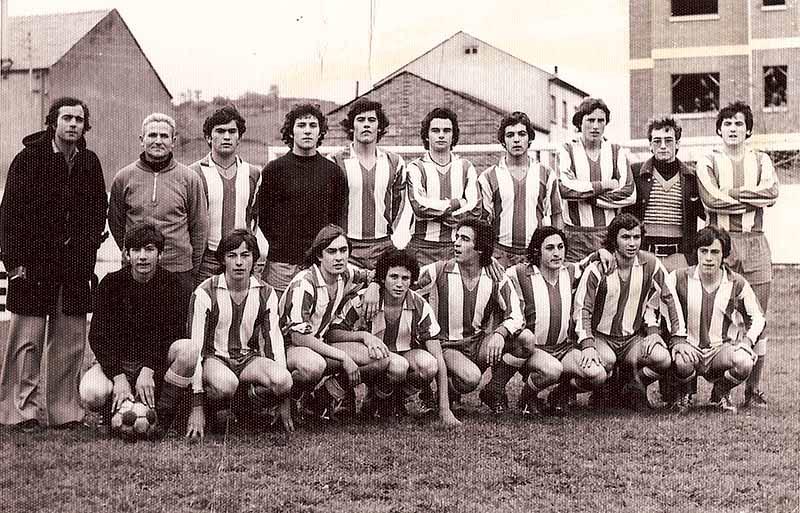 Juvenil 1974-75. Oliveira de pie segundo por la derecha