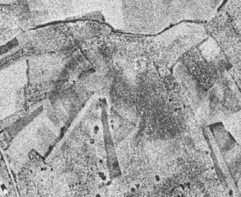 La Corona en 1956. Se observan zonas sombreadas en corculos que se corresponden con el sistema defensivo